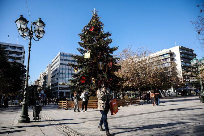 Στιγμιότυπο από την πλατεία Συντάγματος, 24 Δεκεμβρίου 2020