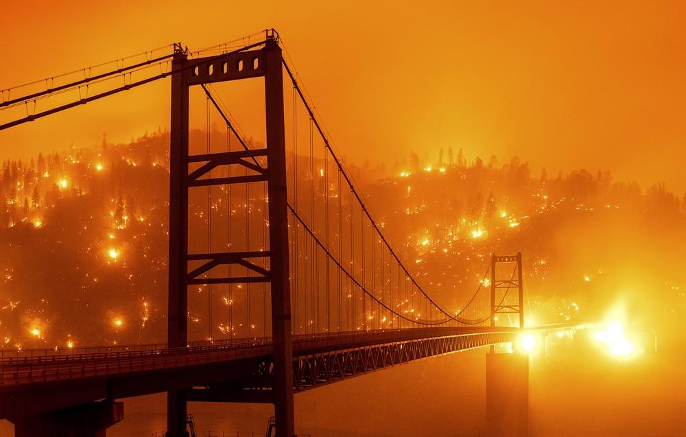 Απόκοσμα πλάνα, βγαλμένα από το Blade Runner, από τις φωτιές στην Καλιφόρνια