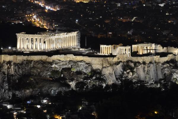Ελαμψε σε όλη τη Γη η Ακρόπολη με τον νέο φωτισμό της